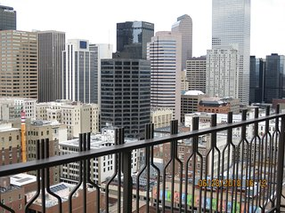 MILLION DOLLAR VIEW FROM 27TH FL IN THE HEART OF DENVER DOWNTOWN GREAT LOCATION