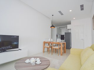 Son & Henry - FI1 - Spacious 2BR Apartment, CBD, Rooftop Pool and Sky Bar