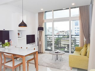 Son & Henry - FI2 - Spacious 1BR Apartment, CBD, Rooftop Pool and Sky Bar