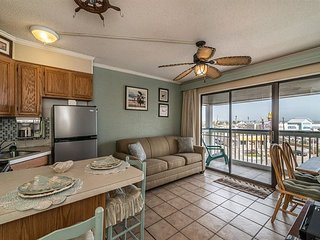 Great beach view condo- centrally located, kitchen, gulf view balcony