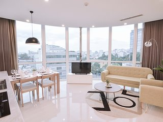 Son & Henry - TW2A - Spacious 2BR Apartment, CBD, Rooftop Pool and Sky Bar