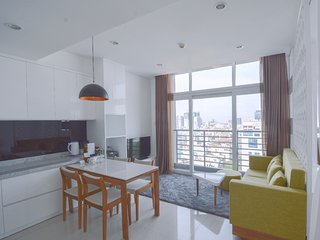 Son & Henry - TW2 - Spacious 1BR Apartment, CBD, Rooftop Pool and Sky Bar