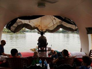 Discover Kerala-Kochin,Munnar,Alleppey/Kumarakom & House Boat. for 4 N 5 D