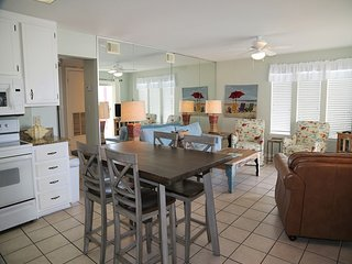 HOT DEAL Southern Sands 104 ~ Charming 2BR condo ~ FREE Wifi , Prime Location, W