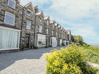 3 BRONWEN TERRACE, panoramic views of Tremadog Bay, patio overlooking Harlech Ca