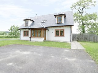 HOLLY HOUSE, woodburning stove, open plan,king size, en-suite, games room