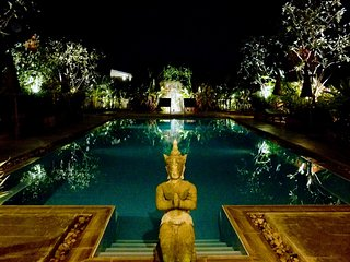 Enchanted Garden Bungalow #7-Beside Salt Water Swimming Pool