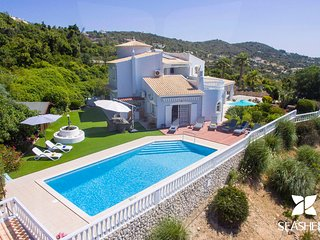 Villa Raymar - Non Overlooked 4 Bedroom Deluxe Villa with Amazing Coastal Views
