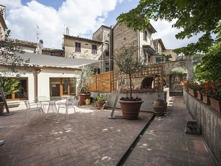 1 bedroom Apartment in San Gimignano, Tuscany, Italy : ref 5642620