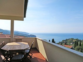 3 bedroom Apartment with Air Con, WiFi and Walk to Beach & Shops - 5642696