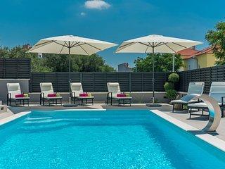 Top location Villa Franica