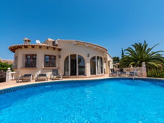 3 bedroom Villa with Pool, WiFi and Walk to Shops - 5642120