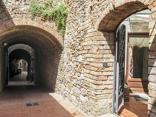 1 bedroom Apartment in San Gimignano, Tuscany, Italy : ref 5642647