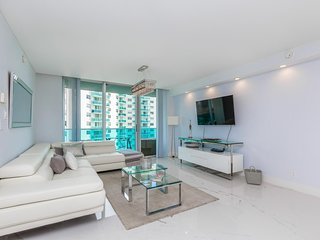 Miami - Hollywood Beach with direct ocean view at Sian for 6 guests
