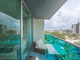 2/2 Miami - Hollywood Beach with direct ocean view at Sian for 6 guests by