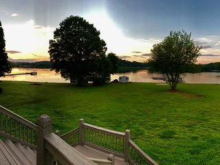 Your Vacation Needs a 180 Degree Waterfront View!  3 BR + Office/3BA LKN Rental
