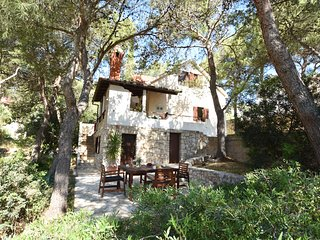 Villa Thalassina - 20m to the sea, sleeps 6 -14 people (7 bedrooms)