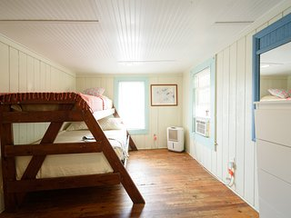 1st Floor Main Street Cottage Across from the Ocean