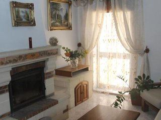 Close to Valletta a cosy house with roof garden and fireplace up to 8 guests