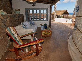 Luxury Yurt 2bd, private pool, car/transfers spectacular sea views, 1km to Beach