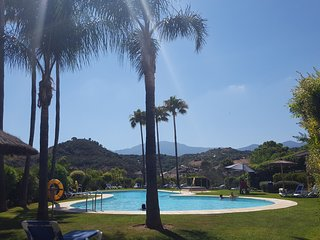 3 bed apt with hot tub in La Resina Golf Estepona