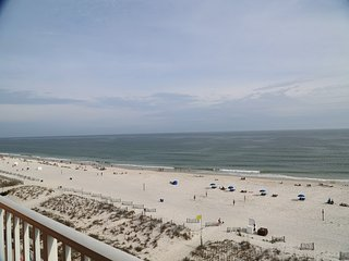 Seacrest 704  Gulf Front, Directly on the Beach ~ Pool, Hot Tub, FREE Wifi, Prim