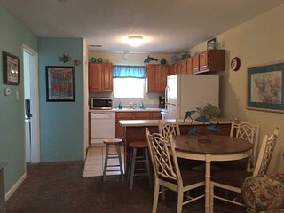 Sunrise Village 209 - Budget Friendly w Gulf View - FREE Wifi - by Gulfsands Ren