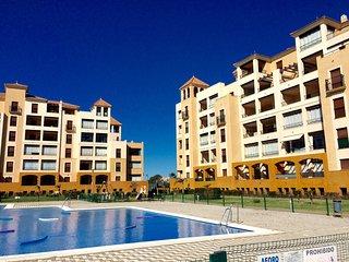 Urbanización Los Pelícanos, con piscinas y 1ª linea de playa