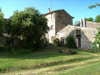 Location d' un Duplex plain- pied calme et independant au Domaine de Valsaintes