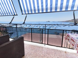 LA TERRAZZA DI CAPOMULINI Casa vacanze panoramica sul mare ai piedi dell'Etna