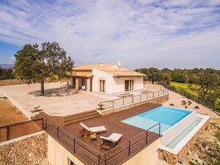 Moderne, familienfreundliche Finca in Muro mit Infinity-Pool