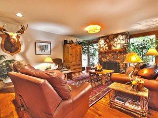Cozy, Quiet 3BR Condo - Great Location and Amenities