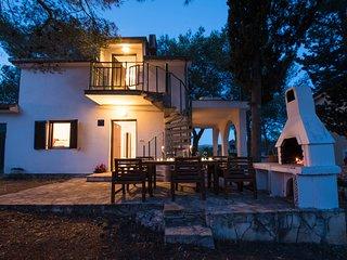 Villa Maritima - 40 metres from Sea + Beach, Sleeps 4 - 9
