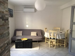 Appartement T2 Narbonne centre, garage + extérieur. Climatisé