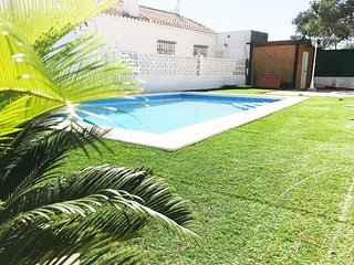 Villa in La Zenia, Private Swimming Pool & Garden - 3 beds (sleep 8) Sea Views