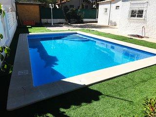 Villa Montezenia, 3 beds, 2 baths, Swimming Pool & Garden - 8 people