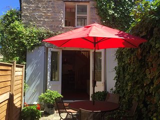 Castlegate Coach House Holiday Cottage with parking, WiFi and dog friendly