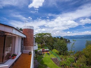 Beautiful Lake Front Home - Lake Atitlan AT006