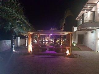 Pearl Beach Room 1