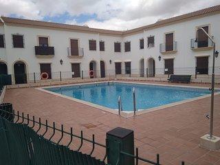 Apartamento en bonita urbanización privada con piscina