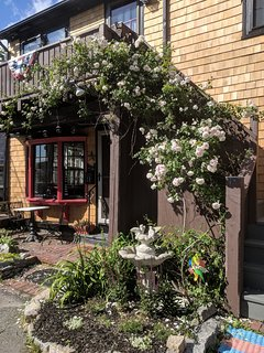 A quaint escape in the middle of Bearskin Neck