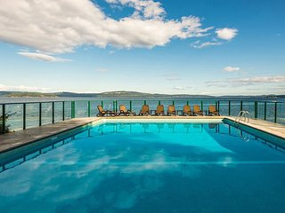 Van Isle OCEANFRONT with Amazing Views~Pool,Hot Tub & Private Dock