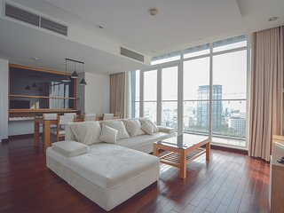 Son & Henry - SIT3 - Spacious 2BR Apartment, CBD, Rooftop Pool and Sky Bar
