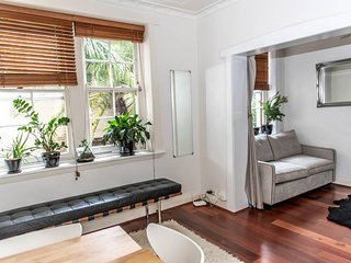 Chic Quiet Apartment Close to Everything H404