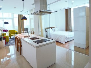 Son & Henry - EI3 - Spacious 3BR Apartment, CBD, Rooftop Pool and Sky Bar