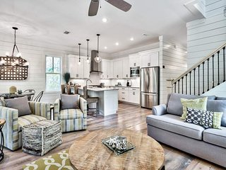 Beautiful home, two community pools, close to beach - Seagrove Serenity