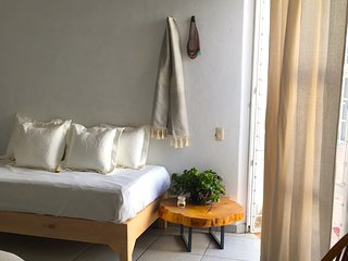 Triple private wide room, appart from street bustle. Chapultepec La Americana