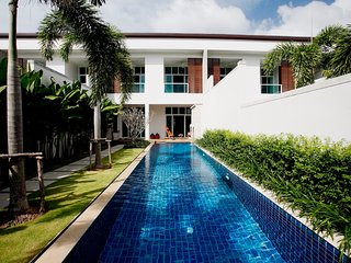 VW14: Oxygen Bangtao 4BR Private Pool Villa - Full Kitchen