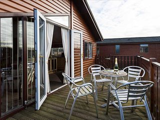 The Cedars Lodge, FREE WiFi , Dog Friendly, on South Lakeland Leisure Village
