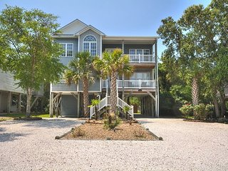 Ocean View 4BR w/ 4 Decks & Boat Parking - Walk to Beach, 3 Blocks to Pier